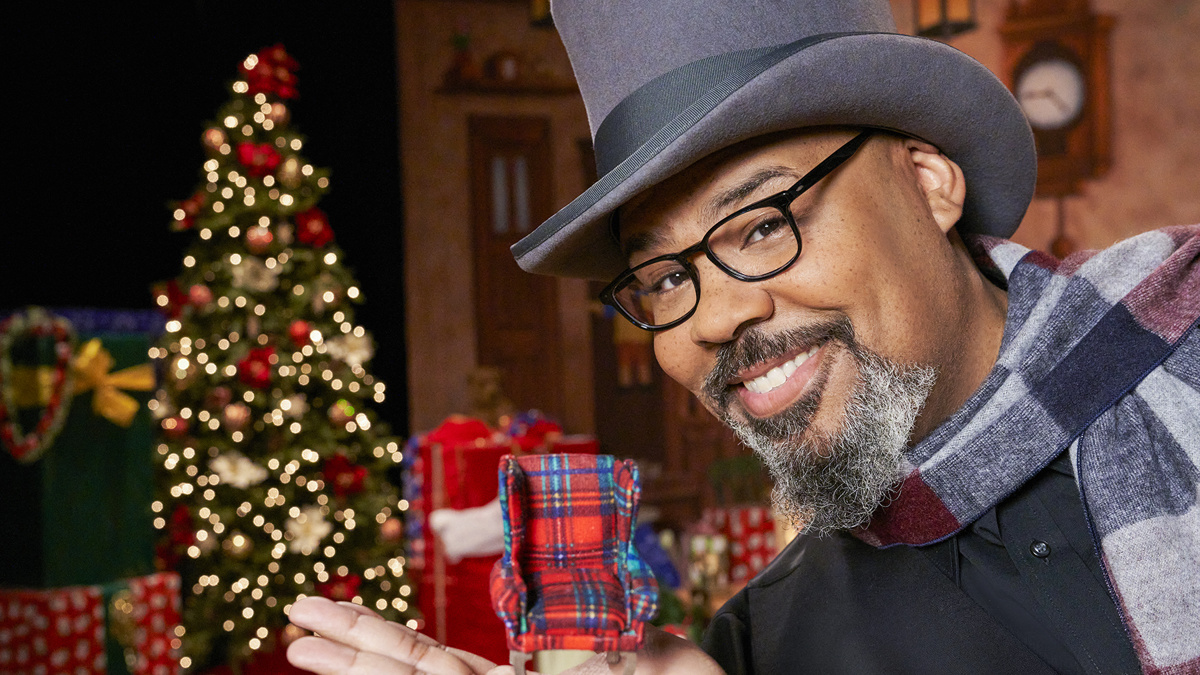 James Monroe Iglehart - HGTV -  Biggest Little Christmas Showdown - 12/20